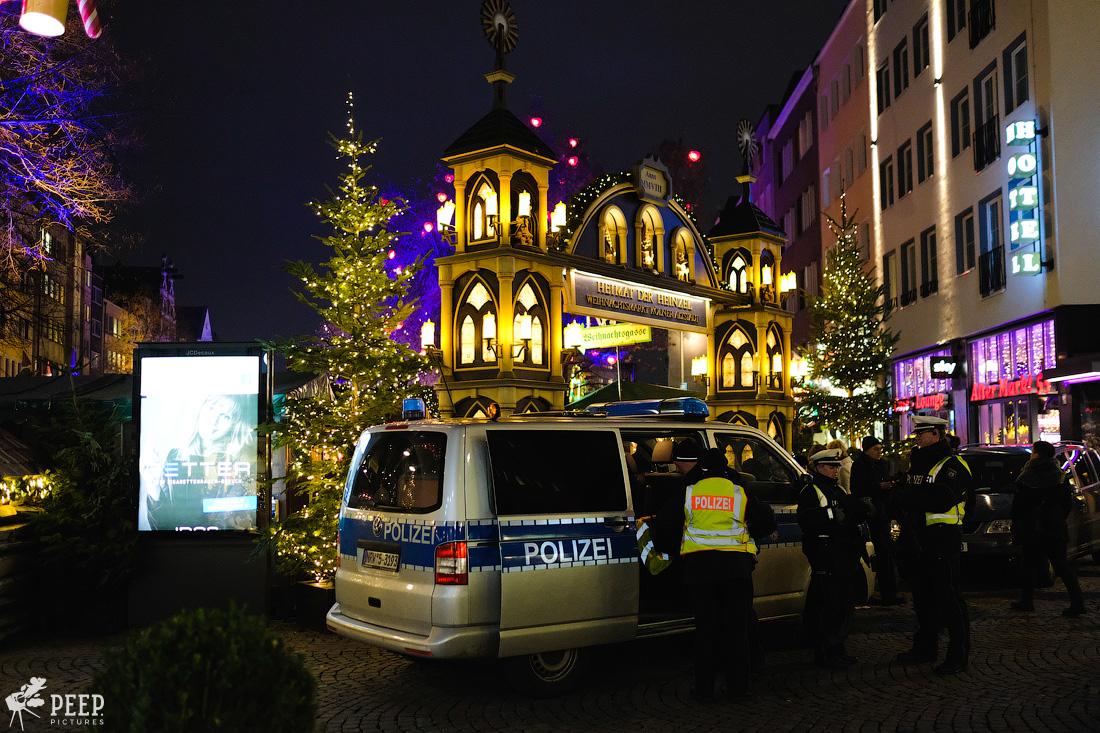 https://img.ewelt.org/pics/upashi/Germany/2017/Weihnachtsmarkt/Cologne/20171205_180927_X-T2_9940.jpg