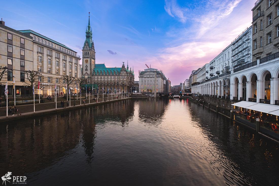 https://img.ewelt.org/pics/upashi/Germany/2018/Hamburg/20180417_195945_X-H1_5045.jpg