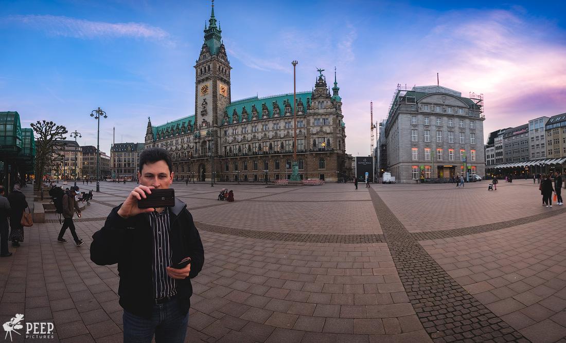 https://img.ewelt.org/pics/upashi/Germany/2018/Hamburg/20180417_200456_X-H1_5059-Pano.jpg