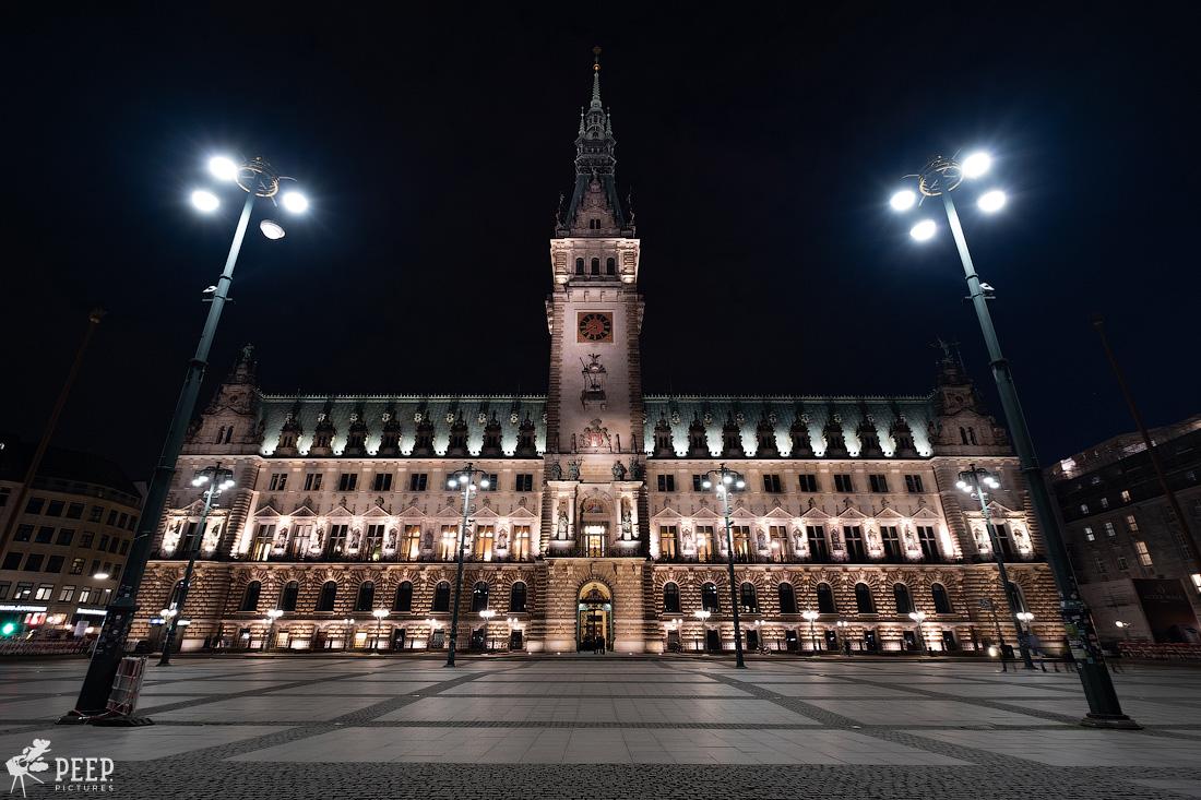 https://img.ewelt.org/pics/upashi/Germany/2018/Hamburg/20180417_213935_X-H1_5102.jpg