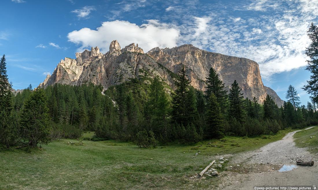 https://img.ewelt.org/pics/upashi/Italy/2016/Dolomites/Langental/20160802_182643_Pro2_8803-Pano.jpg