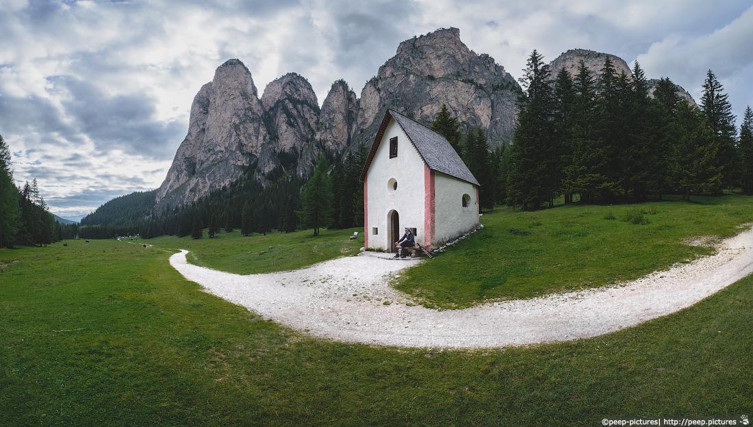 https://img.ewelt.org/pics/upashi/Italy/2016/Dolomites/Langental/20160802_185822_Pro2_8818-Pano.jpg